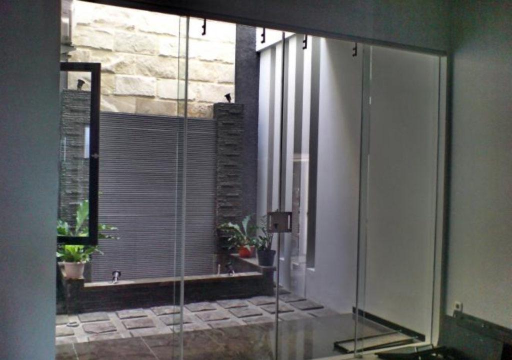 pintu-kaca-tempered-minimalis