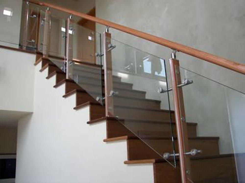 railing_kaca_temperred_tangga_balkon_kaca_stainless
